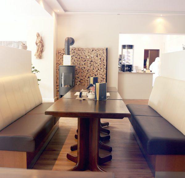 Sitzbank im Klostercafé